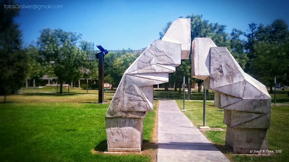 «Pórtico», by Emilio Escobar (1999) - Campus de Vera, Universitat Politècnica de València (València, Spain)   #photography #sculpture #art #valencia #university