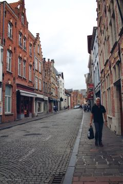 streetphotography brugge street buildings