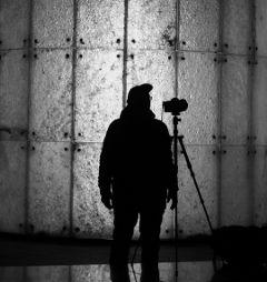 silhouette man photographer city night