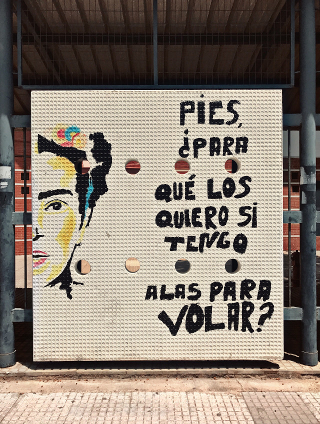 Feet, what do I want them for, if I have wings to fly...?! ............................................ I found this in a very litlle town in the south of Spain and I really loved it!  #exploringtheworld #urbanwalls #streetart #fridakahlo #quotesandsayings #streetarteverywhere #positivethoughts #caughtmyeye #streetphoto #urbanphotographytravelphotography