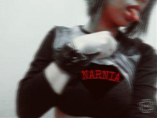 narnia red black