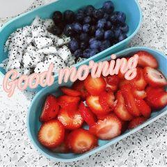 gm goodmorning fruit strawberry blueberry