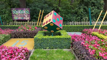 freetoedit garden themepark snakesandladders
