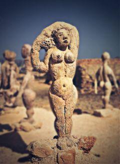 statue female tiltshift