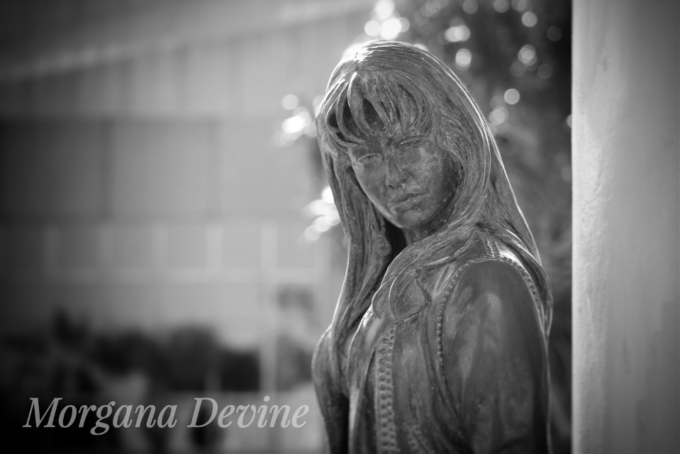 #blackandwhite #music #people #oldphoto #photography #361 #corpuschristi #corpuschristi #canvasart #photoproject #morganadevine #morganadevine #morganadevinescardreadingsandmore #fall #morganadevinephotography #oceandrive #shoreline #selena #selenaquintanilla #selenaquintanillastatue
