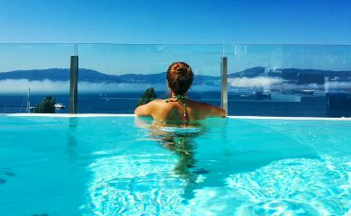 sun pool infinitypool girl blue