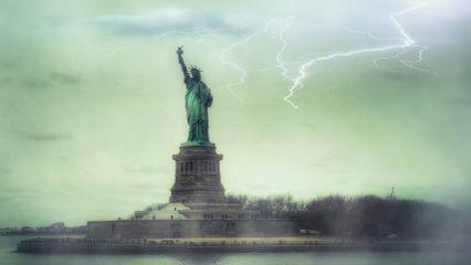 news myedit newyork statue water