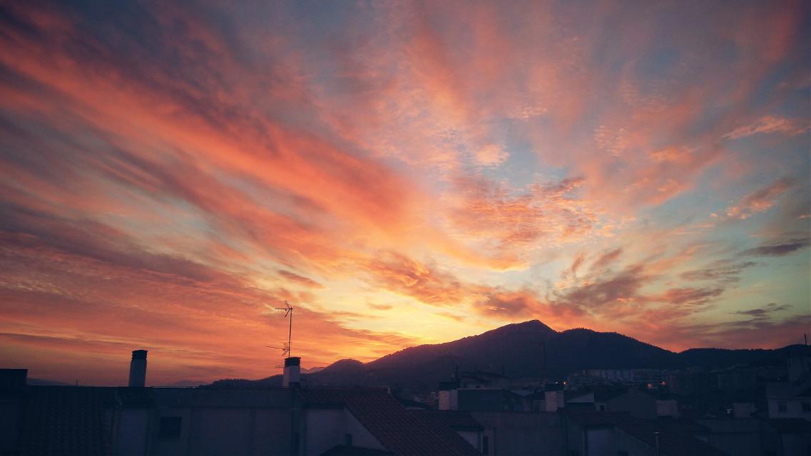 #sunset #sky #houses #sun #colors