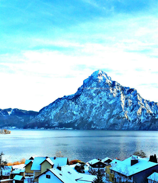 #Traunsee #water #blue_sky #snow #cold #traveling #austria