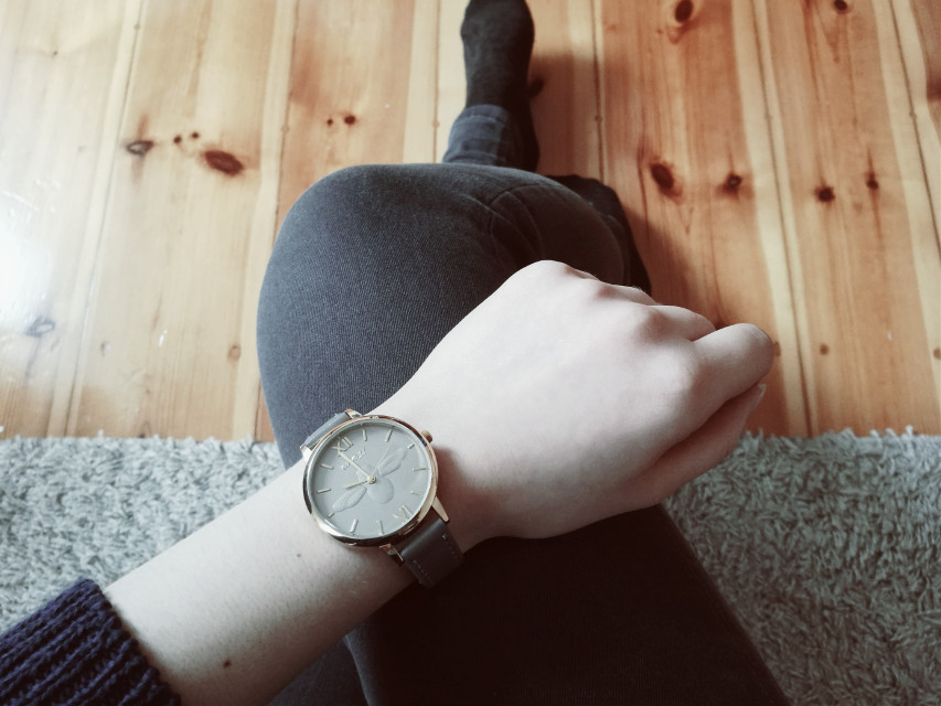 Happy Easter My Dear Friends 💓 Instagram: the_sense_of_nonsense  #freetoedit #myhand  #polishgirl #watch #photography   #myphotography #feminine #artistic #hand #leg #floor