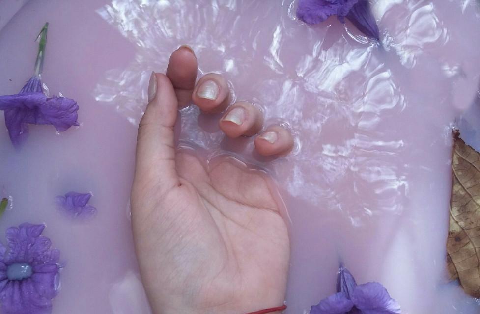 #freetoedit #remixme#remixit#freetoeditx2#hand#flower#purplewater🌸💓