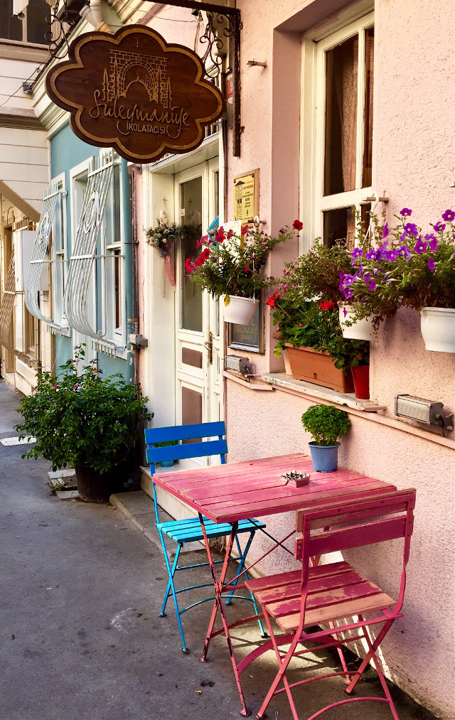 Süleymaniye bir başka güzel sokakları 🎀 #istanbul #turkey #street #colors #flowers #pink #photography #photographer #photooftheday #picsart #myedit #travel #travelphotography #followme #rengarenk #freetoedit #remixit