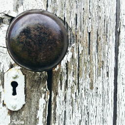 pcdoorknob doorknob peelingpaint weathered freetoedit
