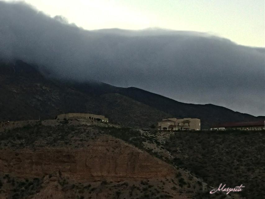 Good Morning...Buenos Días... Feliz martes vivelo con gozo y agradecimiento. Buen día. 🌞  #myphotography #mylife #septembermorning #hellotuesday #clouds #mountainside #thismorning #lovinglife #viewfrommybalcony