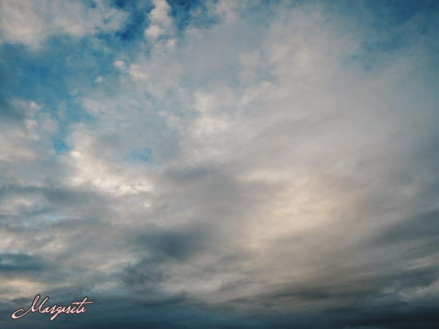 A tus quiero A ese vértigo que nos queda Por ser uno mismo  #cielo #clouds #myphotography #mylife #septembermorning #goodmorning #lookingup #vertigo #emotions #love #sky #beautifullife #lovinglife