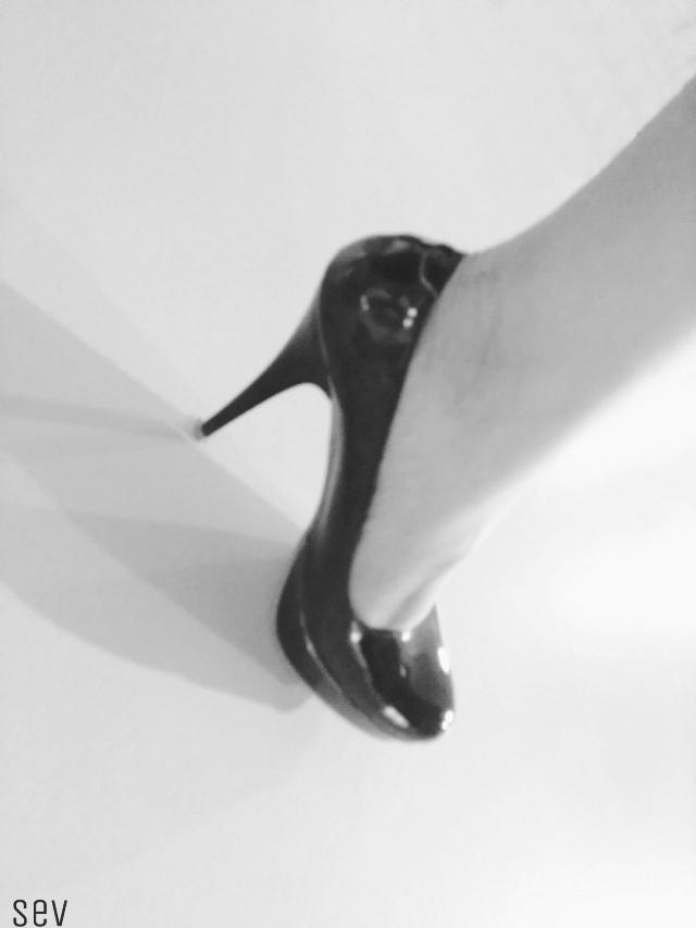 #freetoedit #blackandwhite #monochrome #foot #shoe #highheel