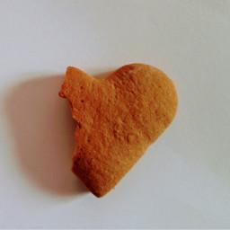 hart bite gingerbread gingerbreadcookies cookie