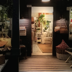 venice storefront inviting socal store