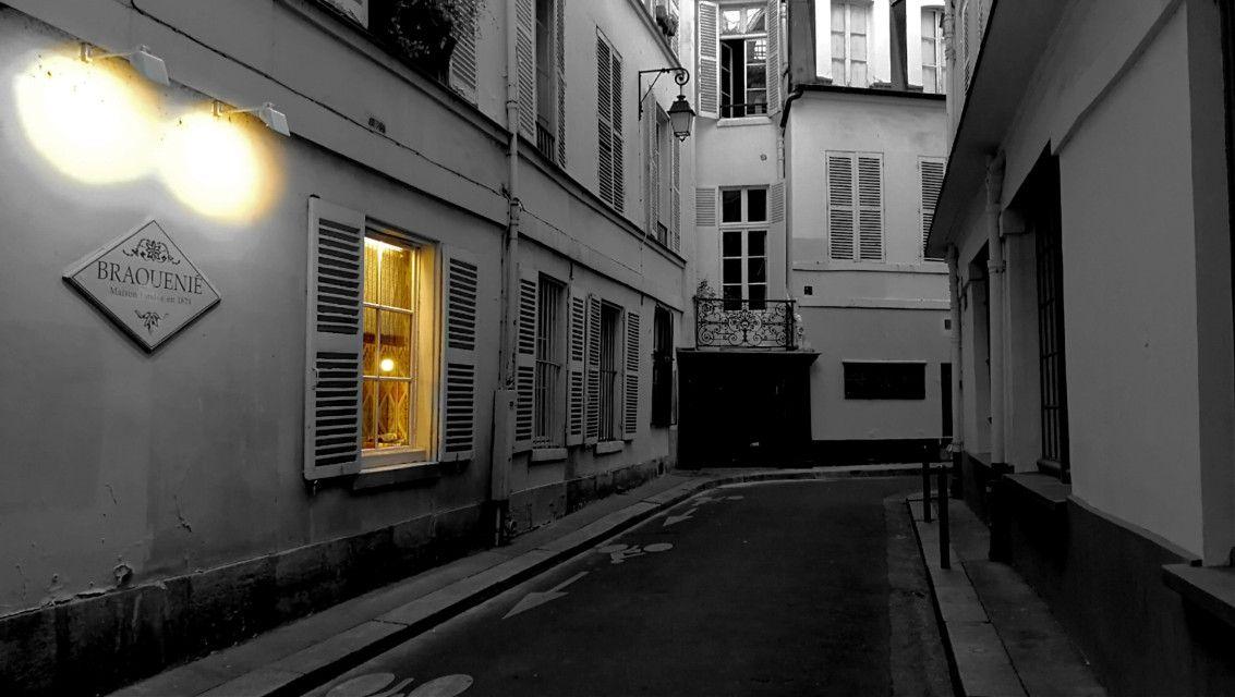 The light in the window #alley #paris #streetphotography #street #colorsplash
