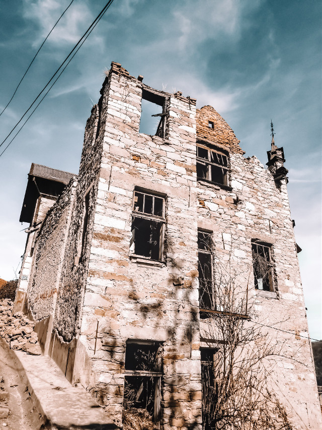 𝐃𝐑𝐀𝐖𝐈𝐍𝐆, 𝐄𝐃𝐈𝐓𝐈𝐍𝐆 𝐏𝐇𝐎𝐓𝐎𝐒 & 𝐋𝐎𝐆𝐎 𝐃𝐄𝐒𝐈𝐆𝐍#sky #architecture #house #town #urbanarea #ruins #building #wall #facade #tree #city #ruralarea #history #cloud #window #ancienthistory #rock #medievalarchitecture #tourism  #freetoedit