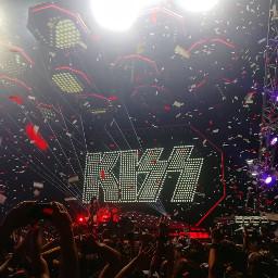 kissarmy kissband concert confetti cracow
