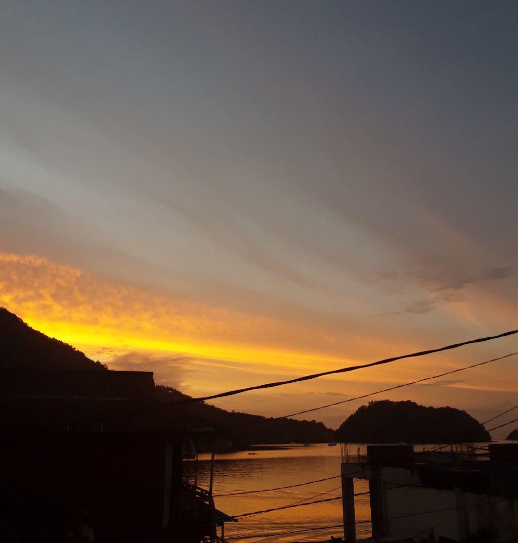 #beatutiful #banda_neira #sunset #afrisahali #happyday #backhome #beatifulday💟  #likeit #likeforfollow #loveyourself  #lovely