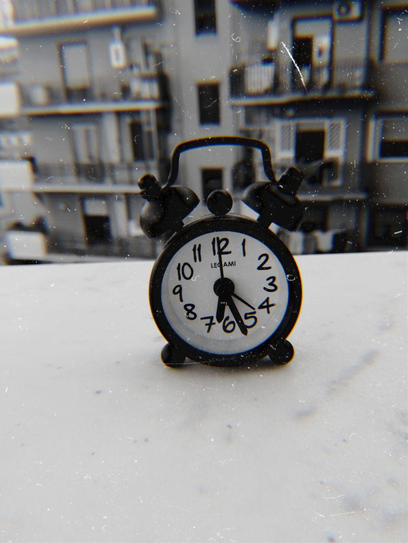 #myphoto #photography #photographer #clock #time #life #true #stayalive #loveyourlife #art   ᵈᵒⁿ'ᵗ ˢᵖᵉⁿᵈ ʸᵒᵘʳ ᵗⁱᵐᵉ. ᵗᵒᵐᵒʳʳᵒʷ ⁱˢ ᵃ ᵐʸˢᵗᵉʳʸ, ᵗᵒᵈᵃʸ ⁱˢ ᵃ ᵍⁱᶠᵗ ⏰  Photo by: @daisylazyphotos     #freetoedit