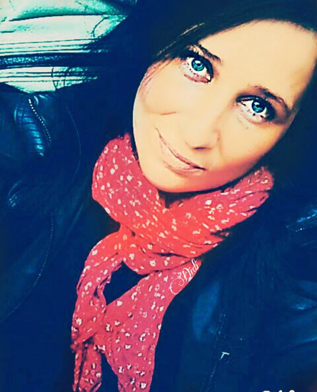"Just me💙 ""Every woman deserves a man who looks at her every day, as if for the first time.""  Wiz Khalifa  ""Ogni donna merita un uomo che la guardi ogni giorno, come se fosse la prima volta"".   Wiz Khalifa     #freetoedit #woman #smile #picsart #picsartselfie #me #onlyme #eyes #blueeyes  @picsart #quotes #quote #october #autumn"