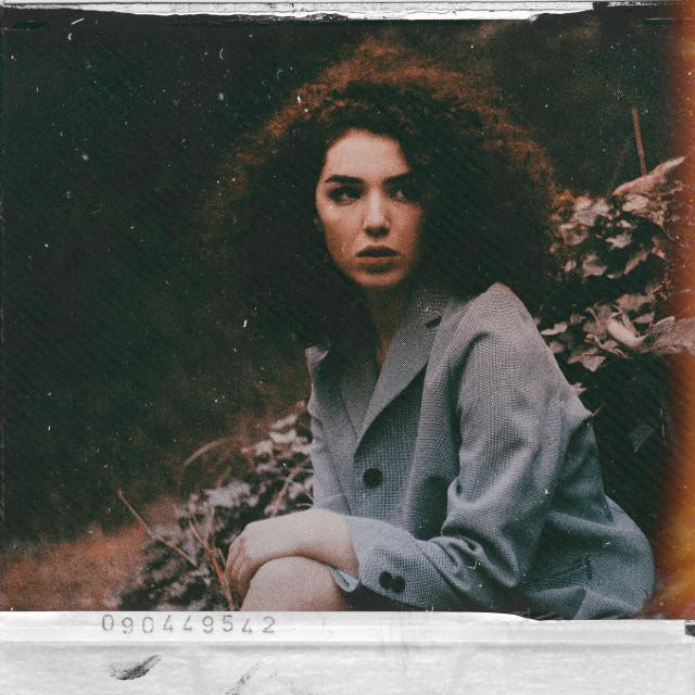 #freetoedit #girl #myedit #frame #polaroid #vintage #portrait #picsarteffects #madewithpicsart #template #papereffect