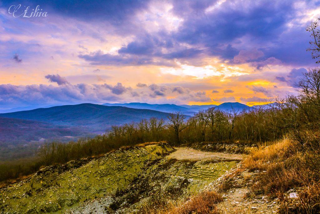 #nature #landscape #mountains #sunset #panorama #horizon
