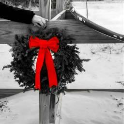 christmas colorsplash blackandwhite red wreath