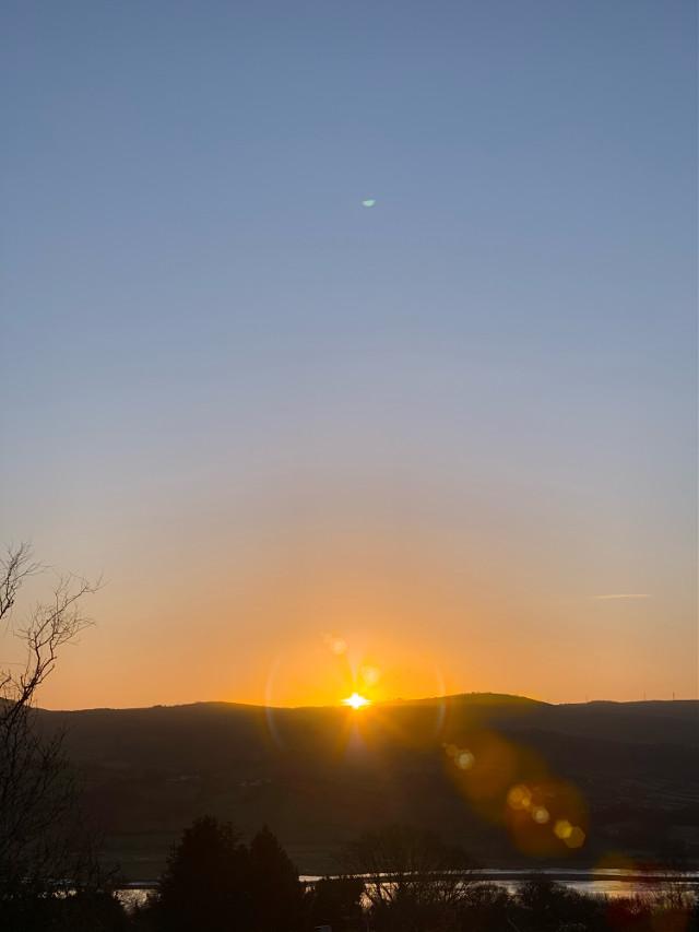 #sunrise_sunsets_aroundworld #sunrise #mountains #colorful #colourful #sky #morning #brautiful #freetoedit