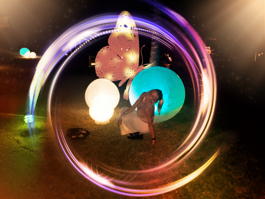 #freetoedit #circulo #circle #butterfly #mariposa #colores #colors #blue #sky #person #women #luz #luces #brillos