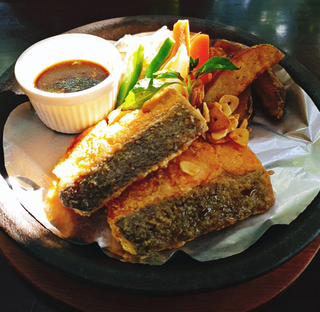 #food #salmomsteak #steak  #pcshelfiesandflatlays #shelfiesandflatlays @bladevinayeo