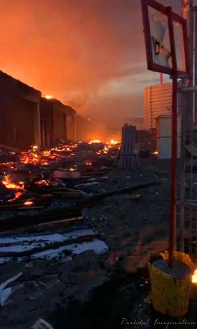 Destruction of a Community, Minneapolis- Minnesota.  Photo by: Parietal Imagination Art @pa, May 27th, 2020 #minneapolis #minnesota #protests #riots #georgeflynn #donotedit #myphoto #myphotography #vip #parietalimagination
