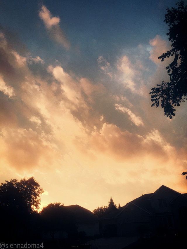 Hi there! Here's another sunset picture I took a little while ago :) I hope you like it!  Tags: @nqstiyq @xxjxst_leaxx @marlenee_040 / @marlene_art  @artist_noor @dilara_2210 / @cookiedilara-  @gweni_120208  @ruyacenik_02  @jennaulin @rachelvbsb88 @avery29 @draw2liv @sienna_the_artist2 @aggie2_0 @bffs_tumblr 💞💞💞  I hope everyone has a wonderful day or night! :)  #sunset #summer #july #july12 #photography #myphoto #loveislove #blacklivesmatter #blm  ✨💗💫 👊🏻👊🏼👊🏽👊🏾👊🏿   #freetoedit