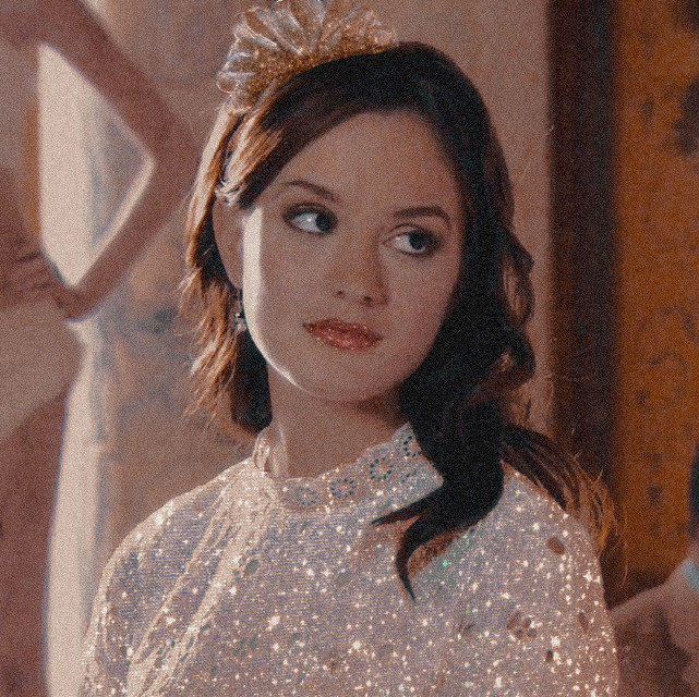 #freetoedit #remixit #celebrity #gossipgirl #blairwaldorf #france #hautecouture #french #photography #tvshow #people #sparkle #sparkly #glitter #boujee #glam #aesthetic #vsco #aestheticedit #party