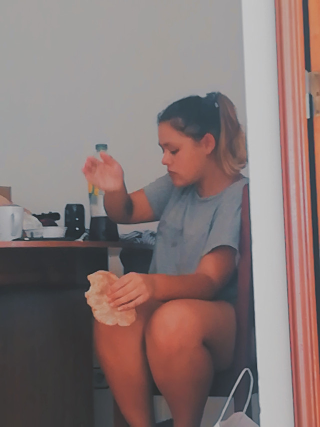 Only fuck bro she can't stop eating 😂😋