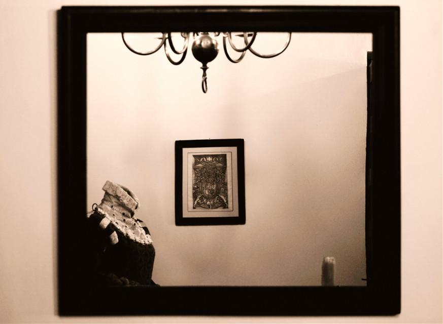 🩸𝕭𝖑𝖔𝖔𝖉𝖞 𝕸𝖆𝖗𝖞🩸 🩸 🩸 🩸 #clothes #renaissance #ancient #mirror #bloodymary #sepia #dark #horror #terror #lamp #lightroomphotography #lightroomedits #córdoba #andalucia #casadelascabezas #freetoedit