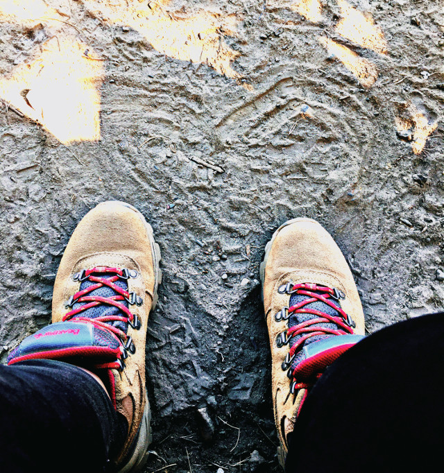 #bootselfie #heart #lookdown #hikelife #caligirl #hikingadventures #nature #dirt #seeme #mood #love #mymind #myeye #bchez #photography #edit