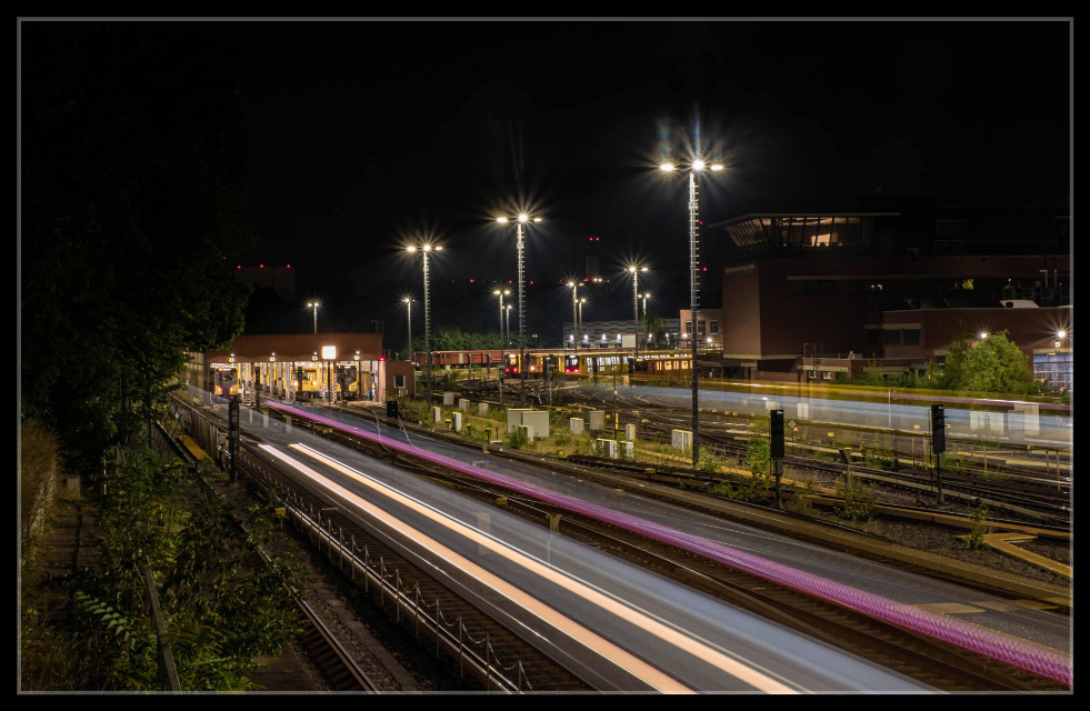 Mission complited.... Get my pic with train 😊  #nightphotography #trainstation #lighttrails #longtimeexposure #berlin  #freetoedit