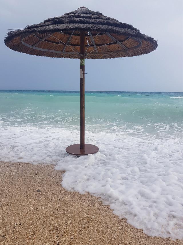 #beach#sealife#seascape#seaview#myphotography#croatia#island#holiday#waves#pcminimalism#beachumbrella#beachview#summertime