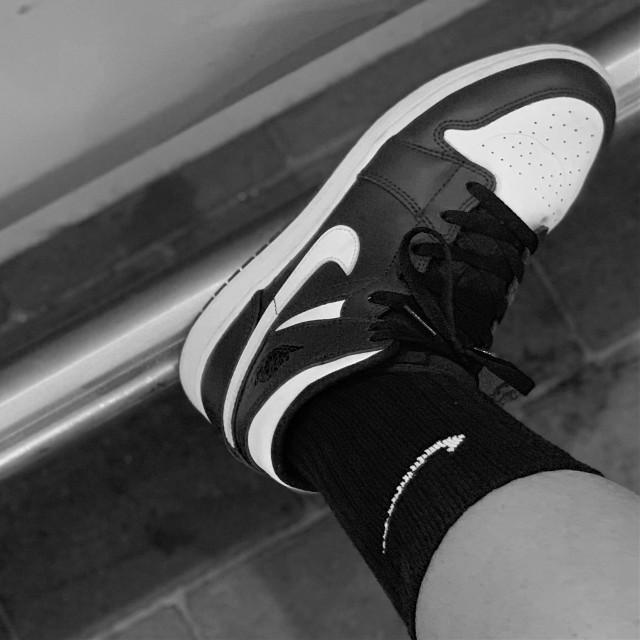 Fresh steps with #jordans    #nike #nikeshoes #nikelove #nikeair #shoes #sneakers #sneakerheads #sneakerslover #sneakersaddict #sneakerfreak #bw #style #aesthetic #aestheticedit