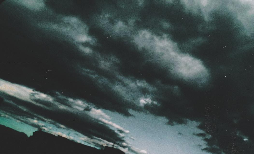 #myphoto #photography #photograph #photographer #photobyme #photooftheday #photoedit #background #sky #dark #clouds #darkclouds #septembershere #september   ⁱᶠ ʸᵒᵘ'ʳᵉ ᵈᵃʳᵏ ⁱⁿˢⁱᵈᵉ, ʸᵒᵘ'ˡˡ ˢᵉᵉ ⁿᵒ ˡⁱᵍʰᵗˢ  Photo by: @daisylazyphotos