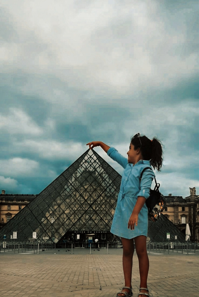 ❤ Yep, How not look like a tourist 😁  #notfreetoedit #photography #perspective   #mydaughter #mylife #myjoymyheart #myeverything #merve❤  #sheislove  #sheismygirl  #museum #louvremuseum #historicalplace  #amazing #interesting #france #summer2020 #pandemic #lifegoeson #goodvibes #picsarteffects