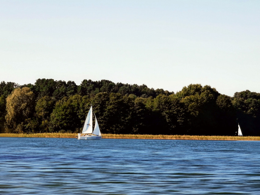 #lake #boat #sailboat #nature #beautifulnature #beautifulday #myphoto #myclick #landscape #trees #travel