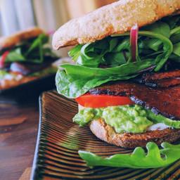 vegan palntbased blat blt sandwich brunch breakfast lunch lamadedis foodporn foodphotography