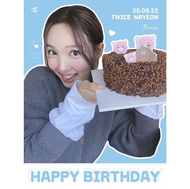 HAPPY BIRTHDAY MOMMY!!! 🥳💘 THANK YOU FOR BEING THE BEST MOMMY I COULD EVER ASK FOR ILYSM 💞💗💓💖💝💕💘 I'll be a better daughter I promise 🥺✨💖   @nayeon_twicejyp = BEST MOMMY BDAY!! 💖 @jinyoung_0922jy_ = BEST DADDY BDAY!! 💞    #happynayeonday #happybirthday #iloveyoumom♡ #mommy #birthday