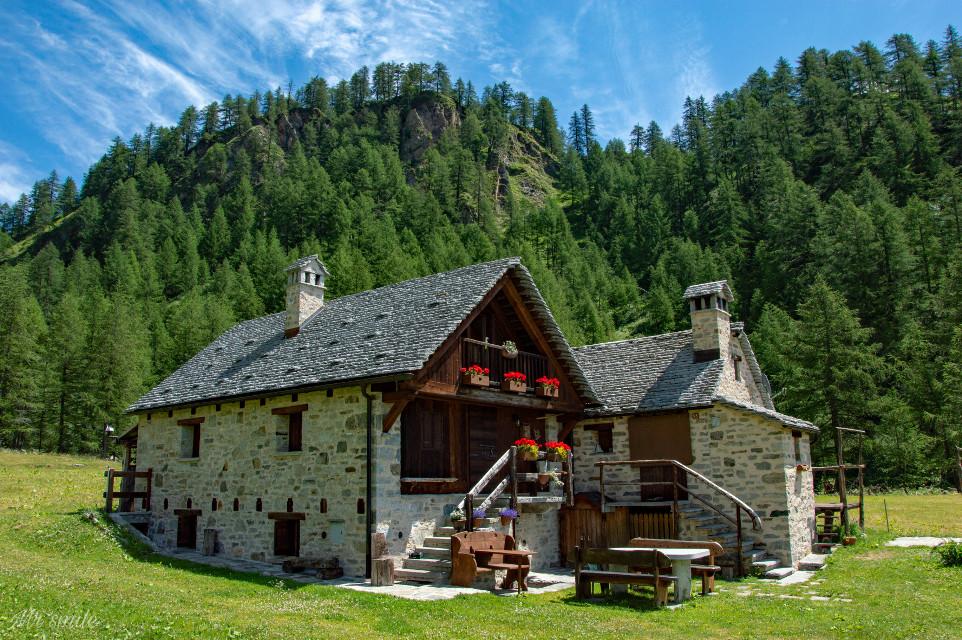 HAPPY NEW WEEK DEAR FRIENDS😃🖐️👌#freetoedit #photography #mountain #landscape #house