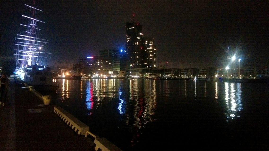 Gdynia City, Poland  03.10.2020 😍💗🌃🌌 ##photography #Gdynia #poland🇵🇱  #balticsea #port #pier #lights #water #reflections #boatsonwater  #cityskape #eveningphotography